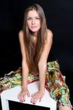 усаживание haire девушки стула длиннее Стоковые Фотографии RF