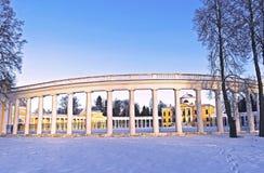Усадьба Raek-Znamenskoye колоннады в провинции Tver. Стоковое Изображение RF