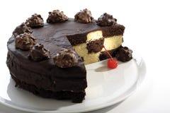 Усеченный торт шахмат с украшением вишни пралине и коктеиля Стоковые Изображения RF