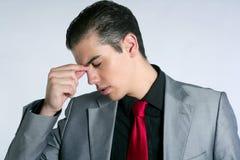 усиленное унылое головной боли бизнесмена потревожено Стоковые Изображения RF