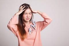 Усиленный молодой азиатский клекот коммерсантки вне Стоковые Фото