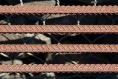 Усиливать предпосылку стального прута, арматура для конкретного строительства Armature металла Усиливать стальные пруты для строя стоковое изображение rf