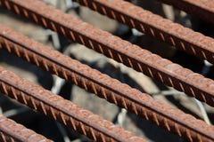 Усиливать предпосылку стального прута, арматура для конкретного строительства Armature металла Усиливать стальные пруты для строя стоковые фото