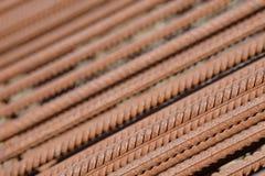 Усиливать предпосылку стального прута, арматура для конкретного строительства Armature металла Усиливать стальные пруты для строя стоковое фото rf