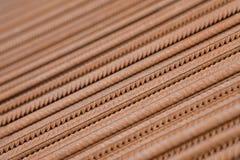 Усиливать предпосылку стального прута, арматура для конкретного строительства Armature металла Усиливать стальные пруты для строя стоковое изображение
