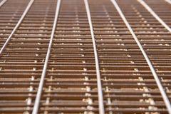 Усиливая бары с периодическим профилем в пакетах хранятся в складе металлических продуктов стоковые изображения rf