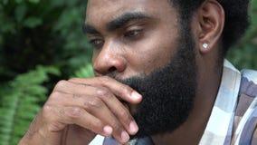 Усиленный африканский взрослый мужчина сток-видео