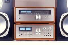 Усилитель, тюнер, аудиосистема дикторов стерео винтажная Стоковое фото RF