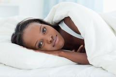 услажено вверх по просыпать женщина стоковые изображения rf