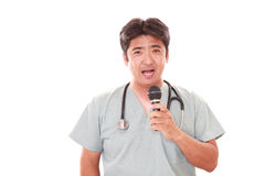 усмехаться азиатского доктора медицинский стоковые фотографии rf