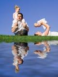 усмехаться группы семьи счастливый стоковое изображение