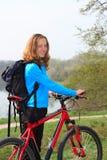 усмехаться девушки велосипедиста Стоковые Изображения RF
