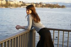 усмехаться девушки моста Стоковое Изображение