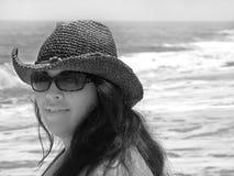 усмехаться девушки пляжа Стоковое Изображение RF