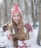 усмехаться девушки счастливый outdoors женщина голубого глаза Стоковое фото RF