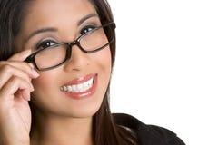 усмехаться девушки eyeglasses Стоковое Фото