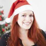 Усмехаться девушки волос рождества молодой красный Стоковое фото RF