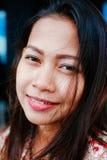 Усмехаться девушки естественного портрета красивый азиатский Родная азиатская красота азиатская женщина Стоковое Изображение