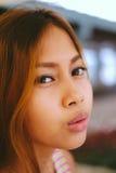 Усмехаться девушки естественного портрета красивый азиатский азиатская красотка Азиатская женщина с красивой стороной Стоковые Изображения RF