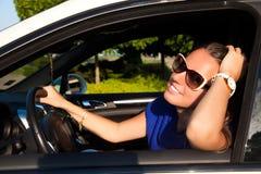 Усмехаться женщины водителя автомобиля Стоковое Изображение RF