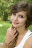 Усмехаться женщины голубого глаза Стоковая Фотография