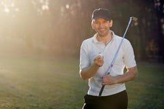 усмехаться игрока гольфа Стоковая Фотография