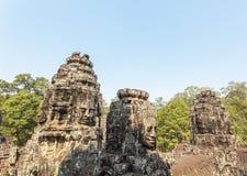 Усмехаться каменным сторонам возвышается, висок Bayon, Angkor Thom, Siem Reap, Камбоджа Стоковые Фотографии RF