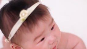 Усмехаться красивого маленького ребёнка азиатский акции видеоматериалы