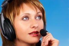усмехаться оператора центра телефонного обслуживания стоковое изображение rf