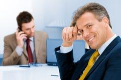 усмехаться офиса бизнесмена старший Стоковое фото RF