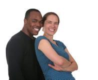 усмехаться пар счастливый multi расовый стоковые изображения