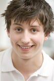 усмехаться портрета мальчика подростковый Стоковое Изображение