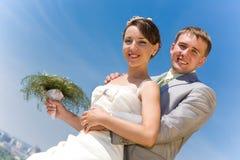 усмехаться портрета groom невесты Стоковое Фото