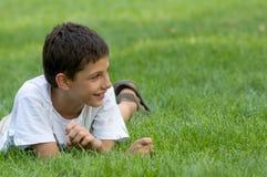 усмехаться предназначенный для подростков стоковое фото