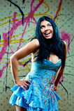 усмехаться прелестной голубой девушки платья славный Стоковые Фотографии RF