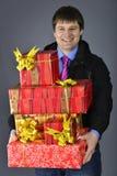 усмехаться работника доставляющего покупки на дом Стоковые Фотографии RF