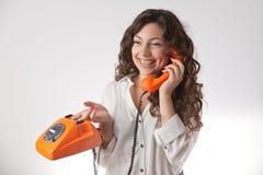 усмехаться телефона девушки Стоковое Изображение RF