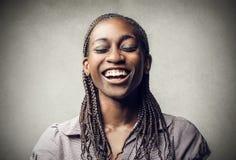Усмехаться чернокожей женщины стоковые изображения rf