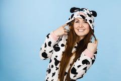 Усмехаться шаржа пижам женщины нося Стоковые Изображения