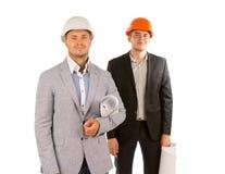 Усмехающся 2 молодых мужских инженера смотря камеру Стоковая Фотография