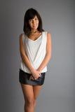 Усмехающся, счастливая девушка одетая модно стоковое фото rf