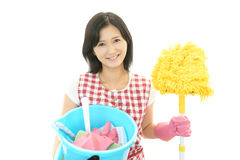 Усмехаясь азиатская домохозяйка стоковые фото