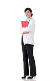 Усмехаясь азиатская женщина доктора медицины стоковые фото