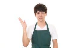 Усмехаясь азиатский кельнер Стоковые Изображения RF