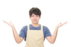 Усмехаясь азиатский кельнер Стоковое Фото