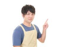 Усмехаясь азиатский кельнер Стоковые Фотографии RF