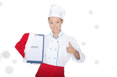 Усмехаясь азиатский шеф-повар с меню рождества и крышка в снеге Стоковое Фото