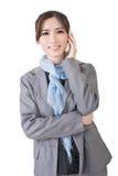 Усмехаясь беседа бизнес-леди на телефоне стоковые фото