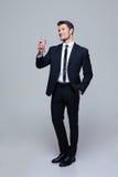 Усмехаясь бизнесмен держа стекло шампанского Стоковое Фото
