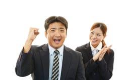 Усмехаясь бизнесмен и коммерсантки Стоковое фото RF